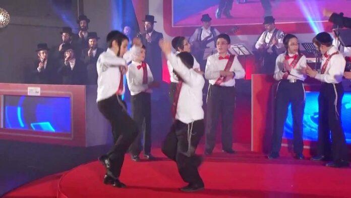 Niños que bailan en la Organización de Eventos Mesila