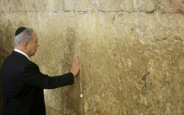 """Netanyahu en el Muro de los Lamentos: """"Estoy honrado por haber ganado las elecciones y hare todo por proteger a Israel"""""""