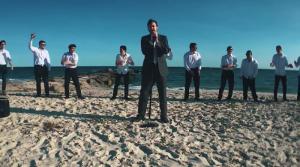 """Eli Begun interpretando """"Haolam Hu Tov"""" una canción que de seguro te pondrá a bailar."""