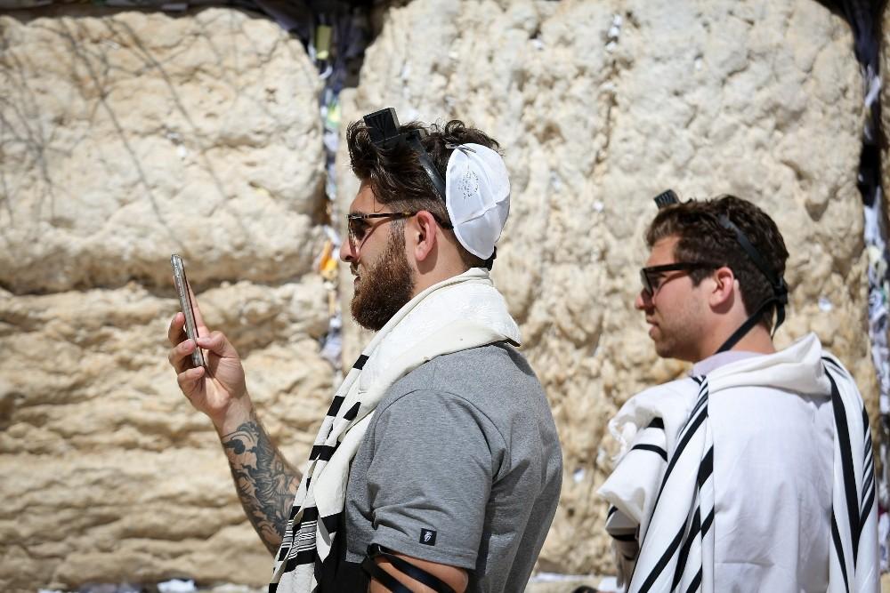 judíos rezan en el Muro