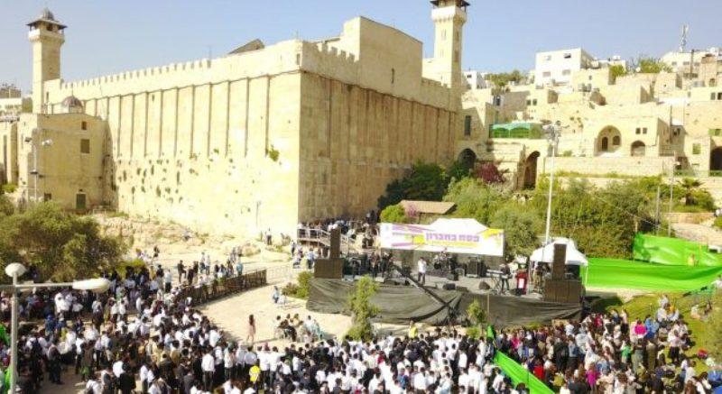 Cerca de 25,000 personas visitaron el asentamiento judío en Hebrón en Pésaj