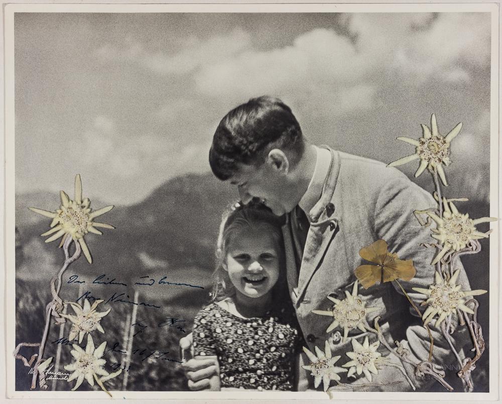Hitler abrazando una niña judía
