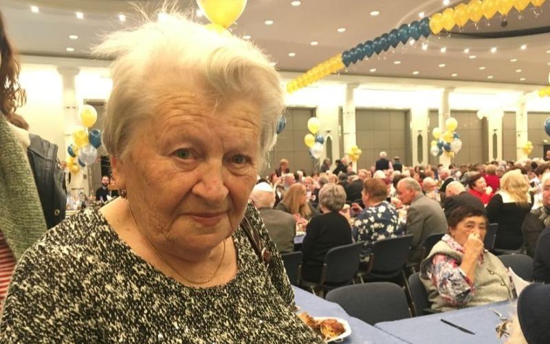 Sobrevivientes del Holocausto celebran Janucá alrededor del mundo