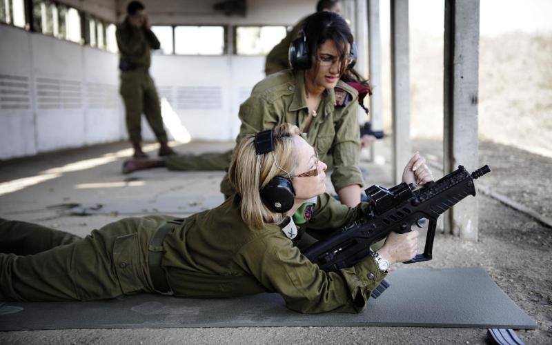 Incremento el número de mujeres oficiales en las FDI