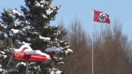 Bandera nazi ondea en una comunidad canadiense