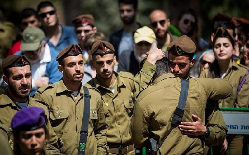 Más de mil israelíes asisten al funeral de un soldado solitario estadounidense