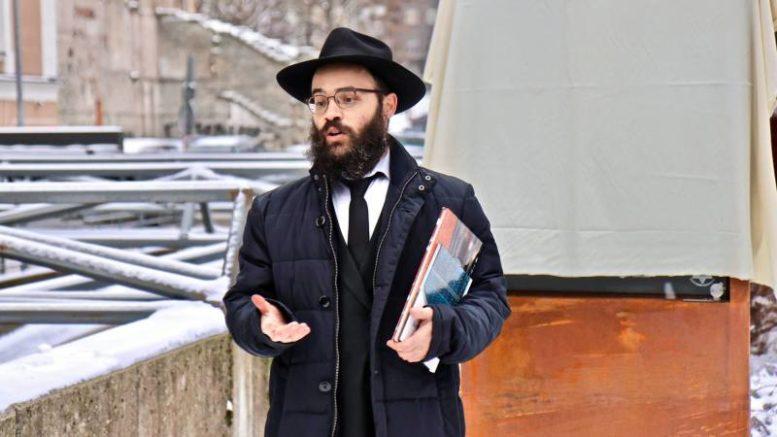 hombre grita 'Heil Hitler' al rabino jefe de Estonia