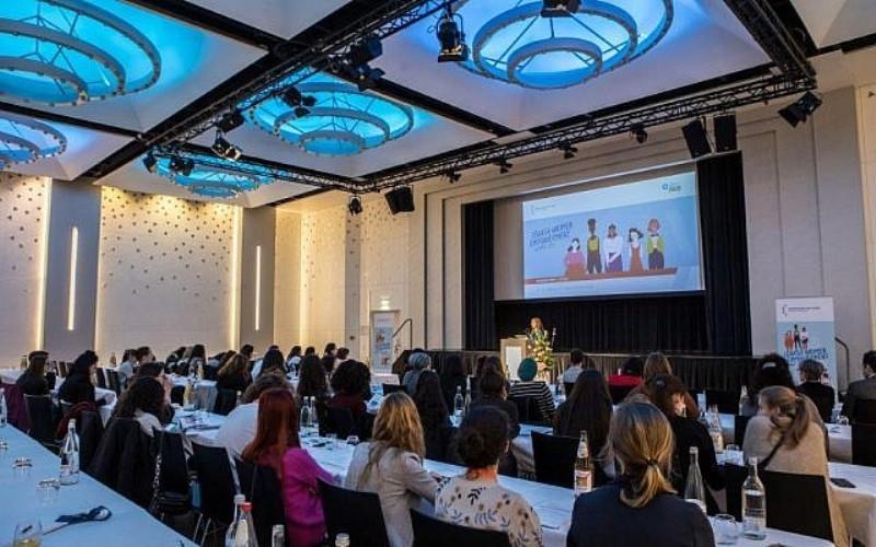 En Alemania, multitud de mujeres judías se reúnen para la primera cumbre de empoderamiento femenino