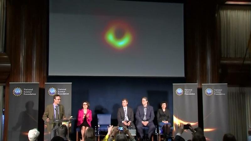 Por primera vez se exponen fotografías de un agujero negro