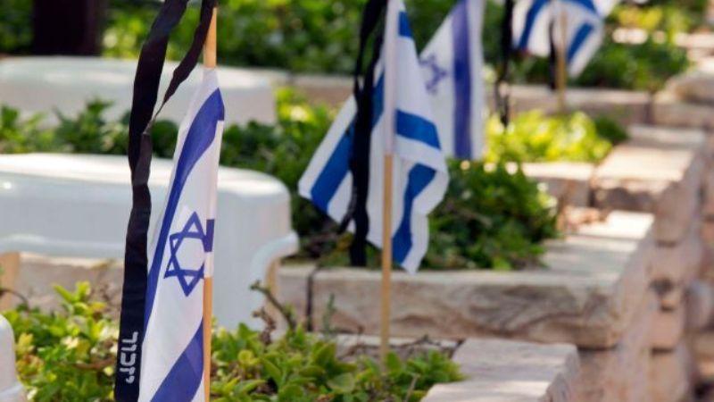 Israelíes en el Día de los Caídos lloran a los 23.741 soldados de la nación que murieron en servicio