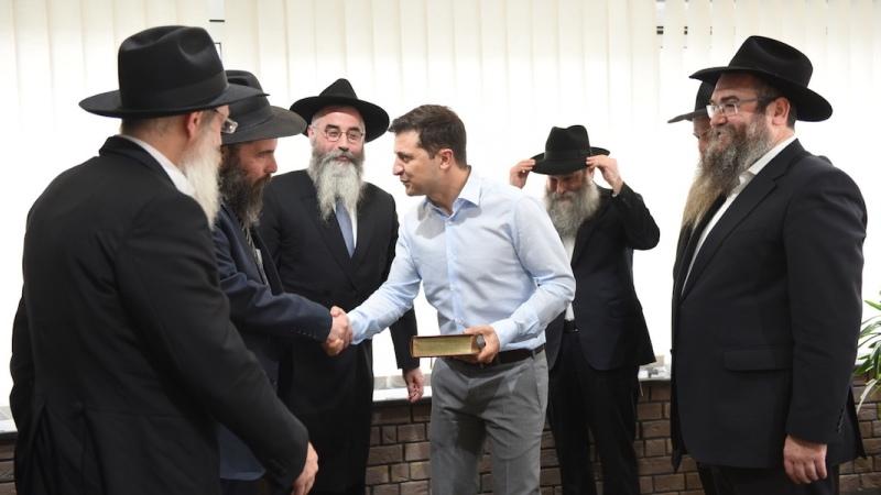 El presidente electo judío de Ucrania se reúne con rabinos de Jabad