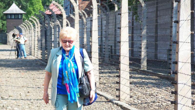 La sobreviviente del holocausto Eva Mozes Kor, quien predicó el perdón de los nazis, muere a los 85 años