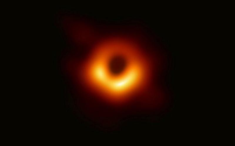 El astrónomo israelí de Harvard tiene una gravitación inalienable al estudio interestelar