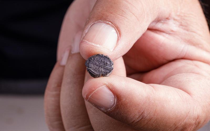 Descubren una pequeña impresión del sello del Primer Templo inscrita con el nombre del mayordomo real de la era bíblica