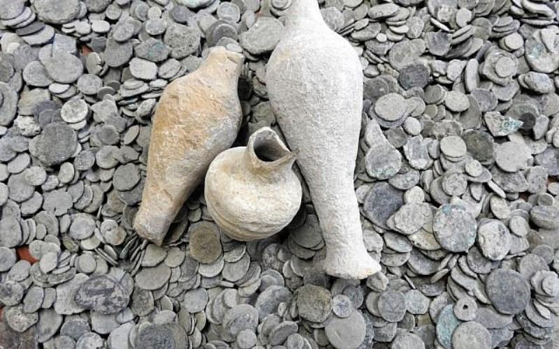La etiqueta con el nombre hebreo en la antigua jarra de vino reabre el debate sobre el tamaño del reino israelita