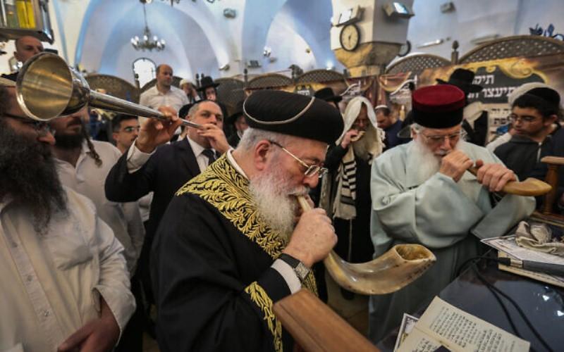 Los principales rabinos de Israel piden a los judíos que eviten visitar el Muro de los Lamentos