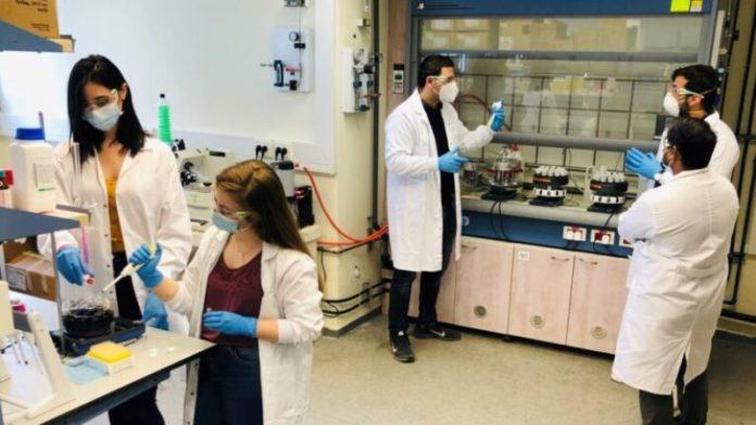 Científicos israelíes desarrollan desinfectante que destruye el corona y se mantiene activo