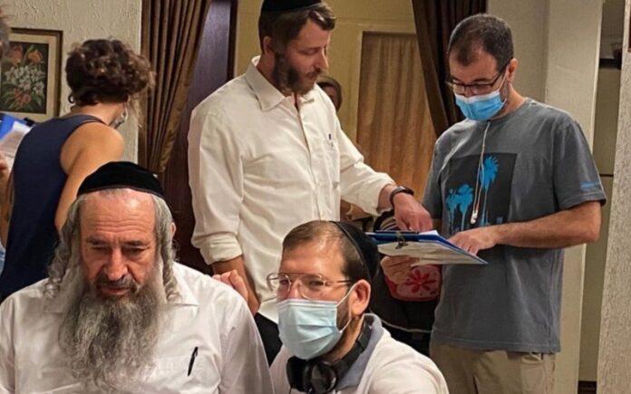 Con máscaras, distanciamiento social, 'Shtisel' y otros shows israelíes reanudan la filmación