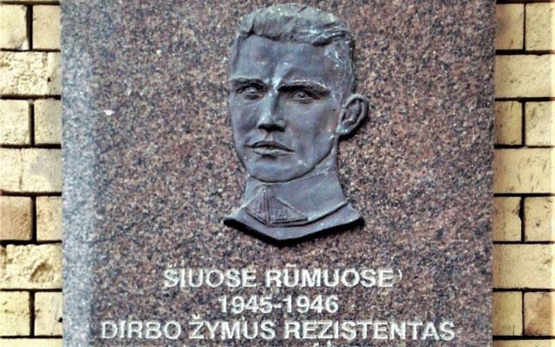 Cazador de nazis se une a un periodista lituano para investigar los crímenes del Holocausto