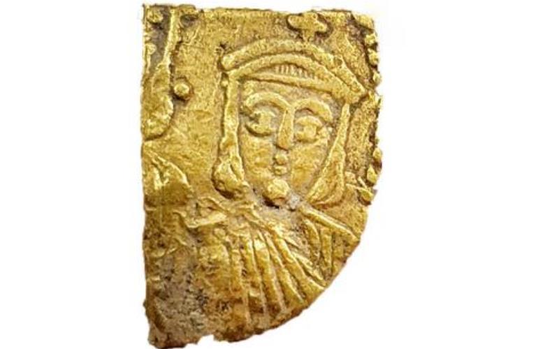 Una excavación en el centro de Israel descubre un gran tesoro de las primeras monedas de oro islámicas