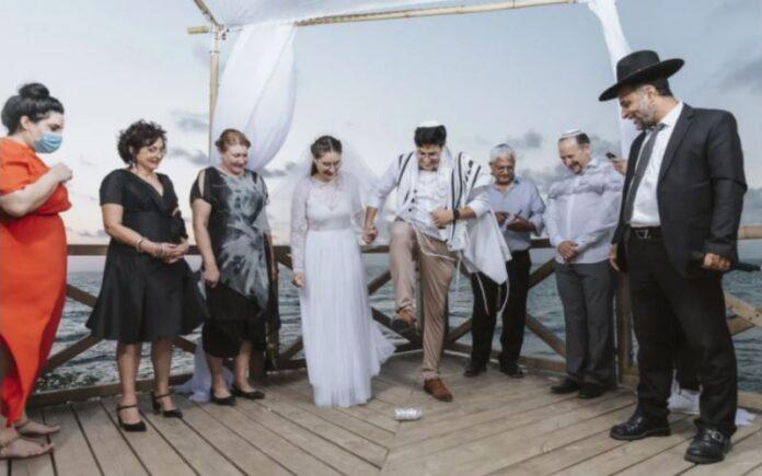 No hay grandes bodas israelíes este verano, pero para algunas parejas, eso es algo bueno
