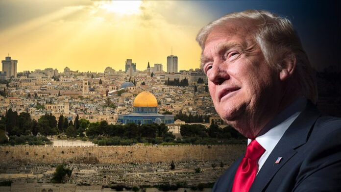 Trump dice que trasladó la embajada a Jerusalén 'para los evangélicos'