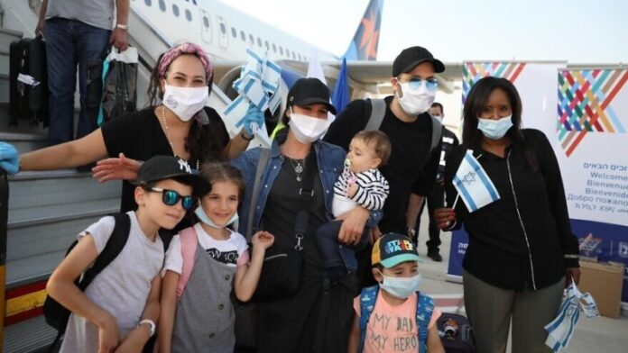 La aliá a Israel en aumento, a pesar del COVID-19 y los cuellos de botella de la burocracia