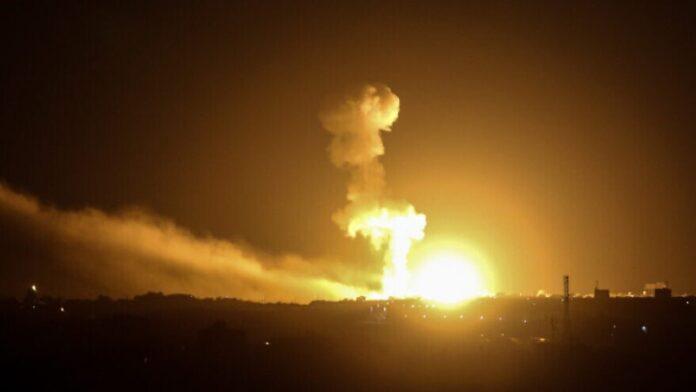 Israel ataca un sitio subterráneo de Hamas en Gaza en respuesta al ataque con cohetes