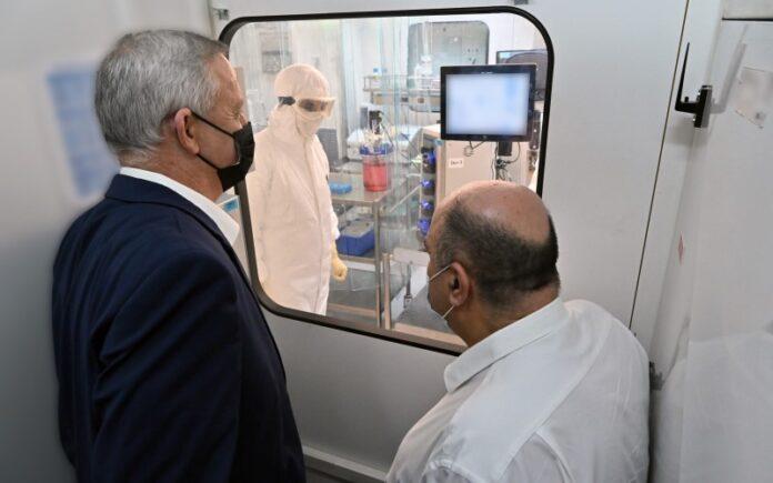 Israel comienza a producir en masa vacunas contra el coronavirus antes de los ensayos en humanos