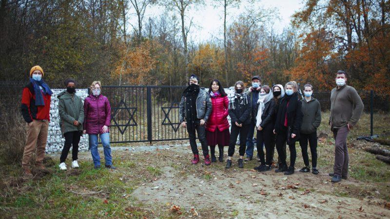 Este líder no judío está trabajando para limpiar los cementerios judíos olvidados de Polonia