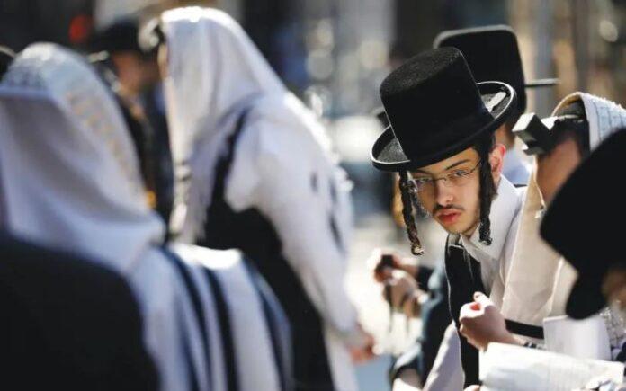 Los votantes judíos ansiosos recurren a un viejo recurso: la oración