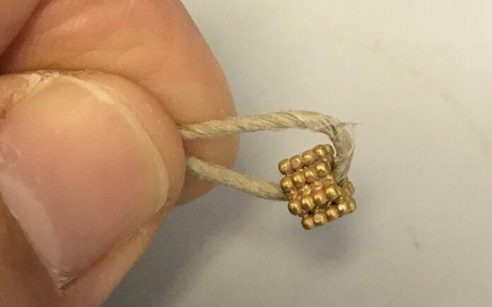 Cuenta de oro, aparentemente perdida en el Monte del Templo hace 3.000 años, encontrada por un niño de 9 años