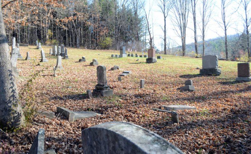 Estudiante de secundaria lidera esfuerzo para preservar el cementerio judío más antiguo de Vermont