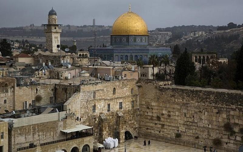 El ministro de Baréin dice que dio un paseo por Jerusalén y sintió su 'espíritu' santo