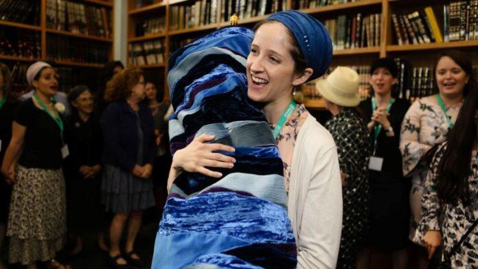 Los hombres han dominado los textos judíos durante la mayor parte de la historia. Estas mujeres están tratando de cambiar eso.