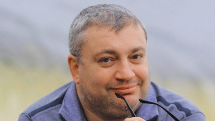 Profesor judío ucraniano dice que fue despedido por protestar contra la estatua del líder cuyas tropas mataron a judíos