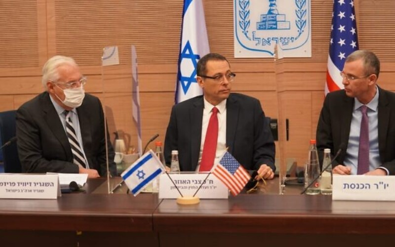 """El reconocimiento de Jerusalén """"condujo a una explosión de paz"""", dijo el enviado estadounidense saliente a los diputados"""