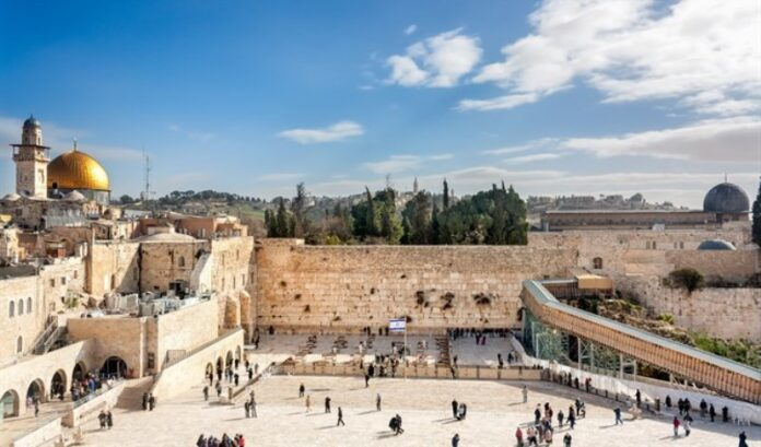 Autoridad Palestina y Jordania acusan a Israel de 'judaizar' el Muro Occidental