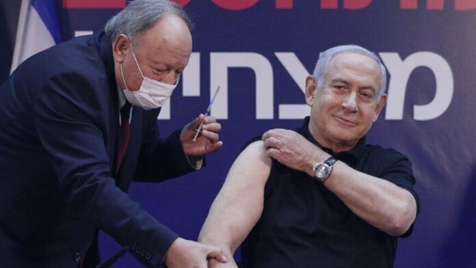 Cientos de empleados de la oficina de Netanyahu reciben la vacuna COVID independientemente de su edad o estado de salud