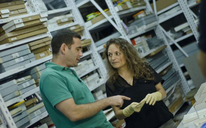 Telas antiguas con tinte púrpura real encontradas en Israel, que datan de la época del rey David