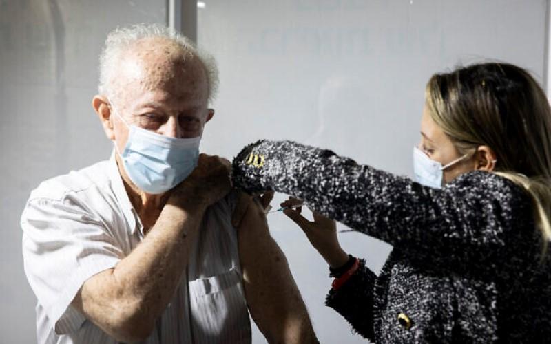 Israel ve una disminución del 60% en las hospitalizaciones de personas mayores de 60 años 3 semanas después de la primera inyección