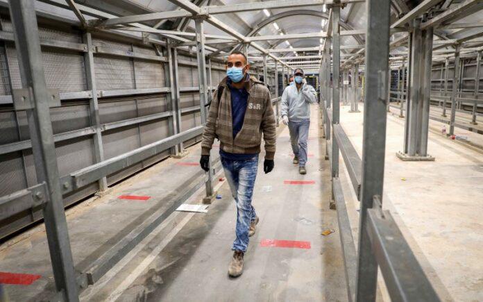 Israel autoriza plan para vacunar a más de 120.000 trabajadores palestinos