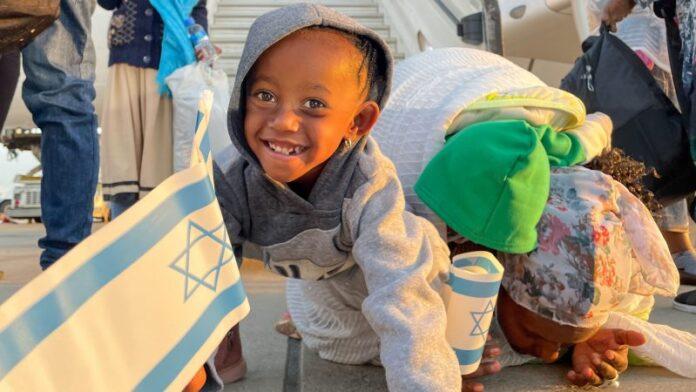 Israel reabre brevemente el aeropuerto Ben Gurion para 302 inmigrantes de Etiopía