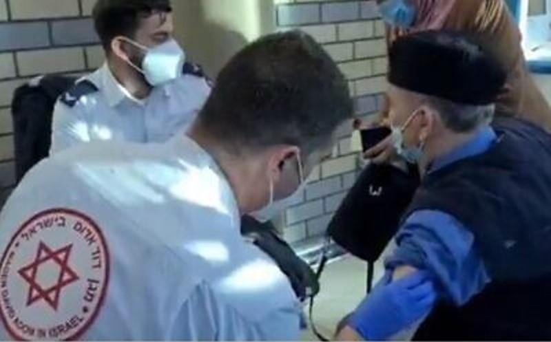 Israel comienza a vacunar a sus residentes de Jerusalén Este más allá de la barrera de seguridad