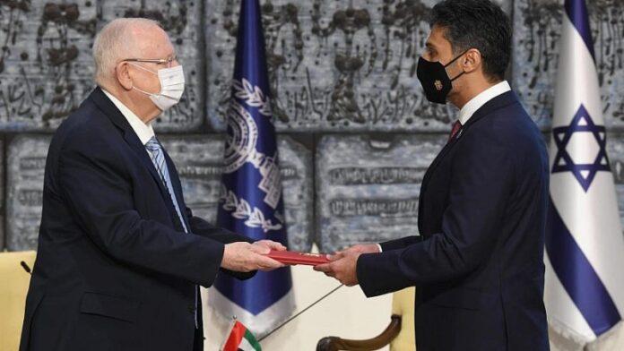El primer embajador de los Emiratos Árabes Unidos en Israel presenta credenciales a Rivlin en la ceremonia de Jerusalén