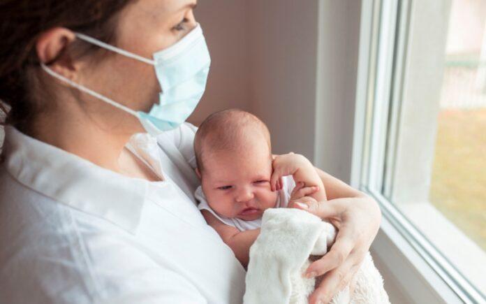 Estudio israelí: los bebés nacidos de madres vacunadas tienen anticuerpos que combaten el COVID