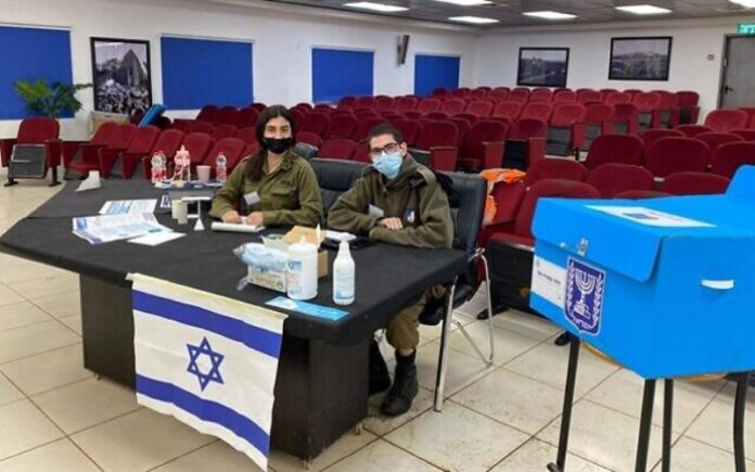 Los soldados de las FDI en todo el país votan antes de las elecciones del 23 de marzo