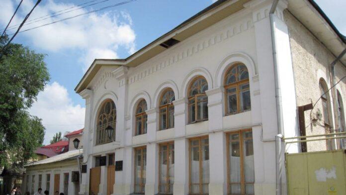 Rabino en Moldavia ayuda a salvar una vida y anota matzá para su comunidad