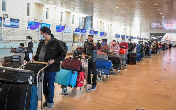 A los extranjeros vacunados o recuperados se les permite ingresar a Israel para visitar a sus familiares