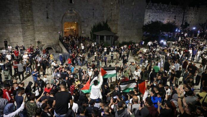 Los enfrentamientos en Jerusalén se calman mientras la policía retira barricadas en la Puerta de Damasco